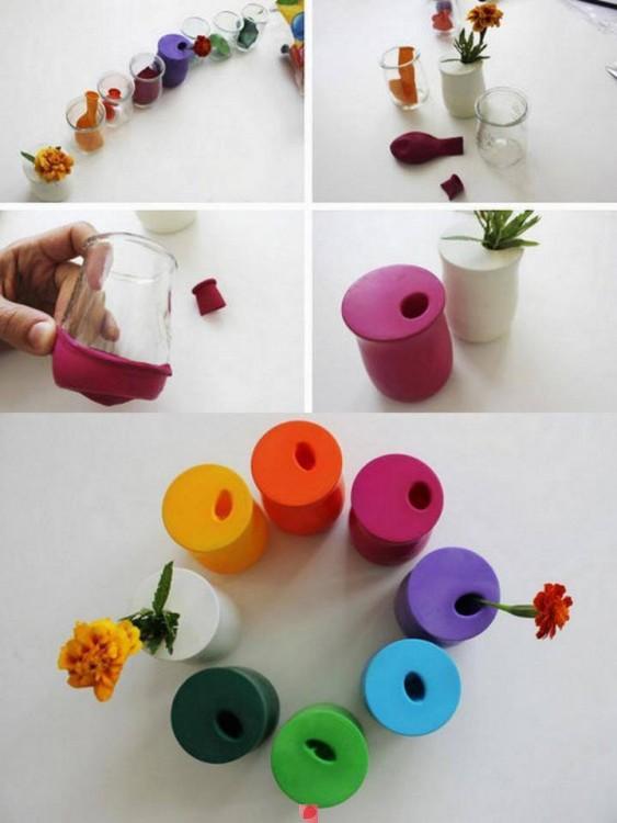 floreros transparentes decorados con globos de colores