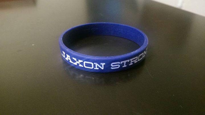 pulsera azul con la frase Jaxon Strong