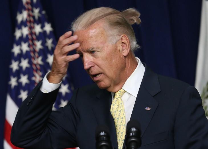 Joe Biden Con coleta caballo
