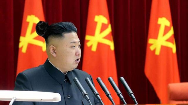 Kim Jong Li con un chongo
