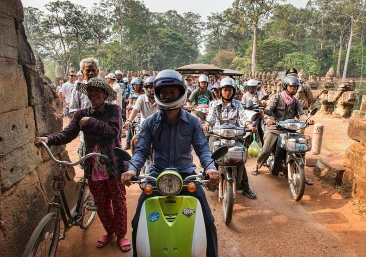 motocicletas en la hora pico de Siem Reap, Camboya