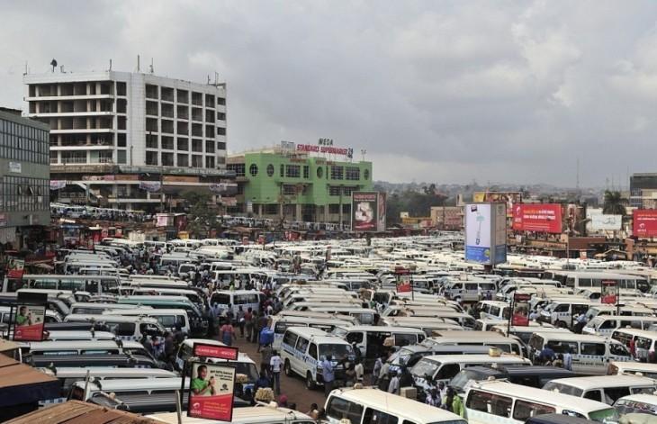 Centro de taxis en Kampala, Uganda