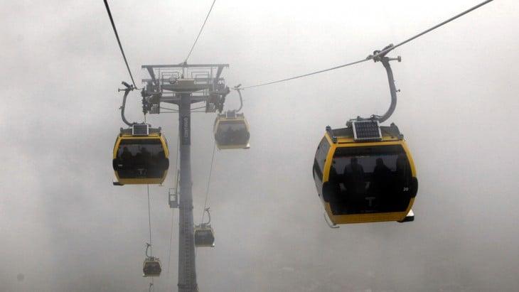 teleféricos en la hora pico en la Paz y el Alto, Bolivia