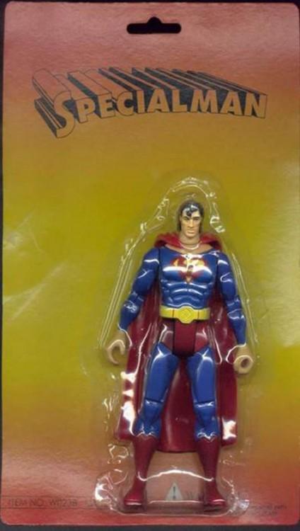 un juguete pirata de Superman con el nombre de 'Specialman' en la parte superior