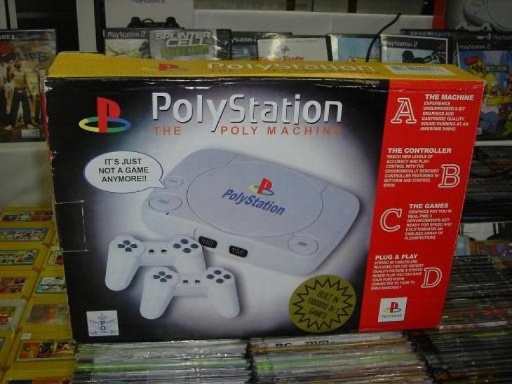 caja con una consola de videojuegos imitación al play station con el nombre de 'polystation'