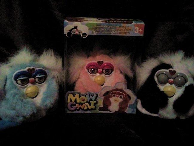 muñecos furbi con el nombre de mow gwai