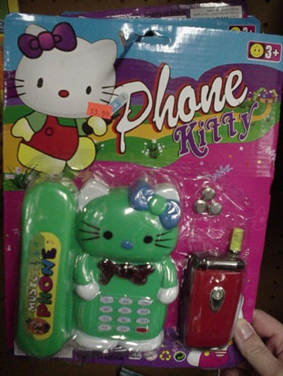 empaque con un celular de Hello Kitty en color verde