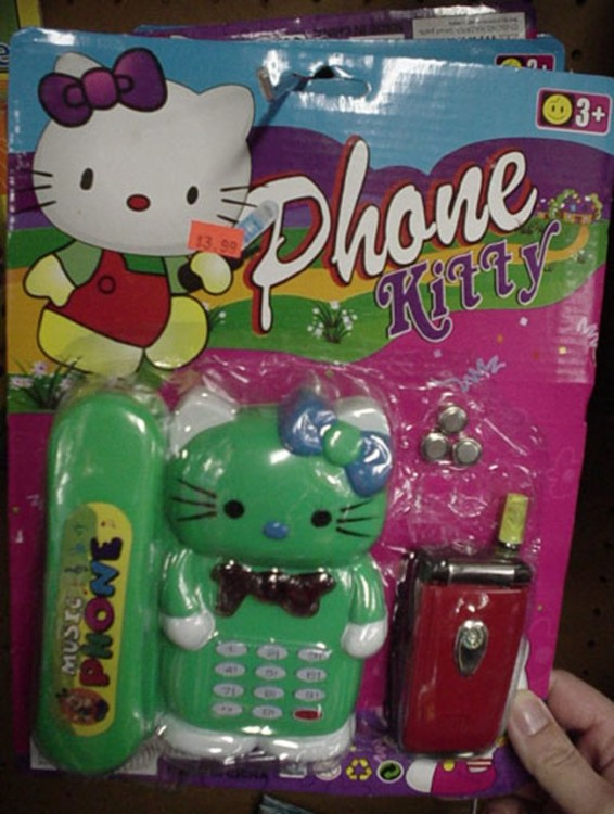 empaque con un celular de Hello Kitty en color verde