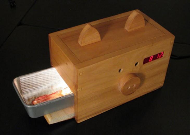 reloj despertador de una caja de madera que despierta con olor a tocino