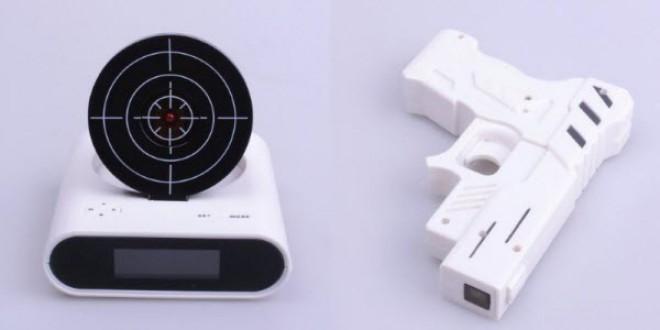 reloj con pistola y tiro al blanco