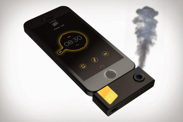 iPhone con un dispositivo que emite un olor a tocino