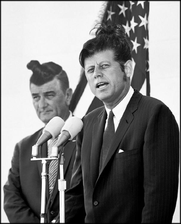 Lyndon B y Jhon F Kennedy con sus man buns
