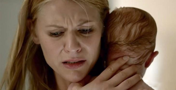 mama llorando con su hijo