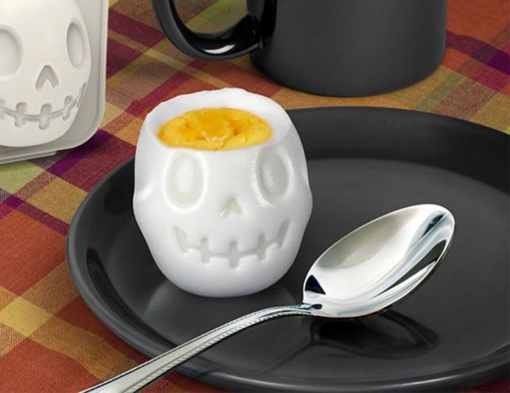 molde en forma de cráneo para huevos duros