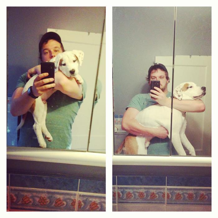 hombre tomandose una foto con su perro en el baño
