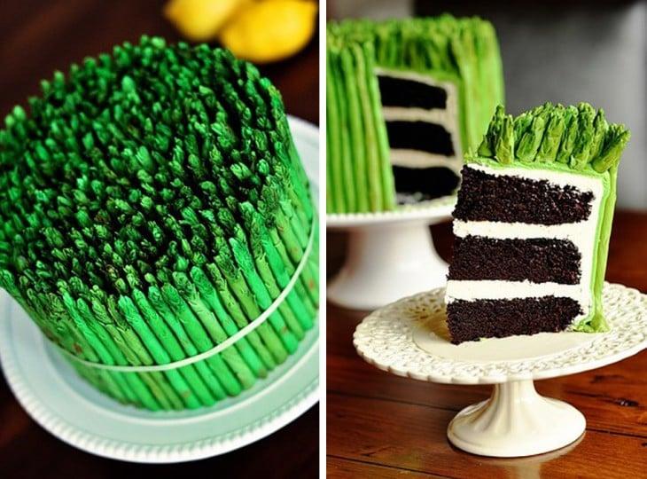 Pastel en forma de hierba en color verde