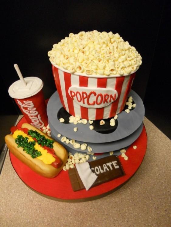 Pastel en forma de un combo de palomitas de cine