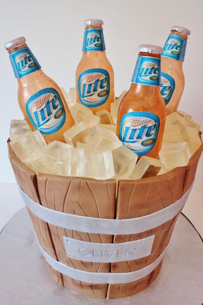 pastel en forma de una cubeta de cervezas LITE