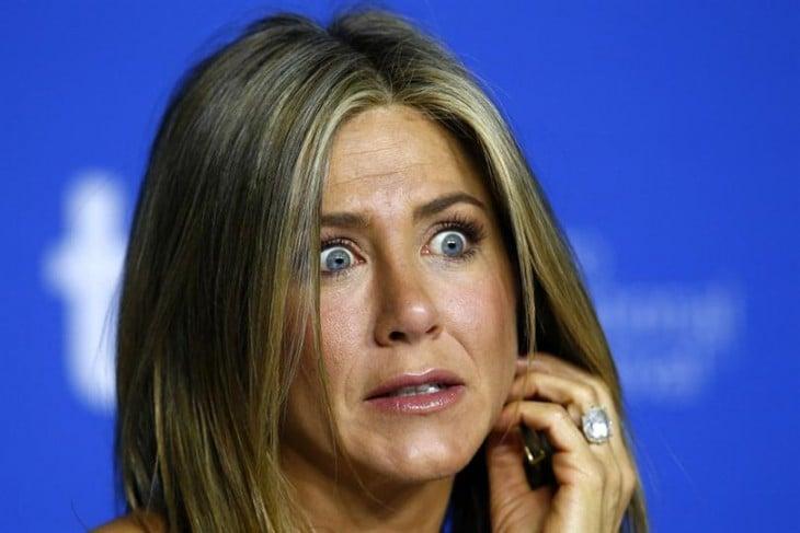 Jennifer Aniston con cara de sorpresa
