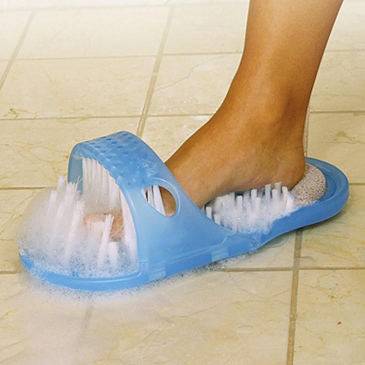 sandalias de baño que te masajean y exfolian los pies