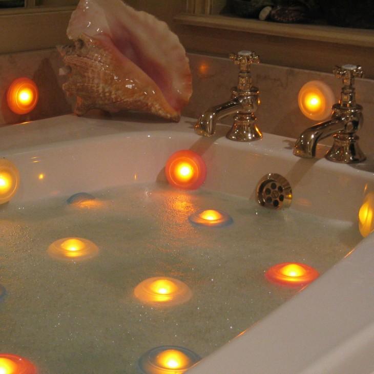 velas con ventosa para una ducha en bañera durante la noche