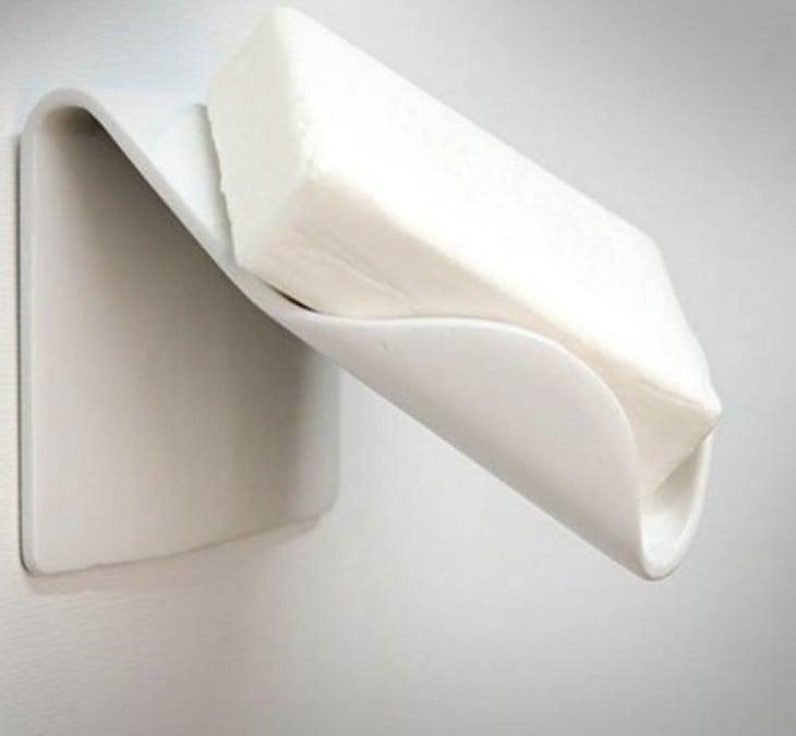 accesorio para colocar el jabón donde no se acumula el agua ni las bacterias