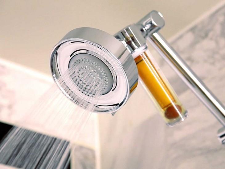filtro de vitamina C en la regadera de baño