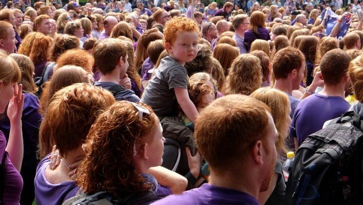 Personas pelirrojas reunidas en el día mundial del pelirrojo en Holanda