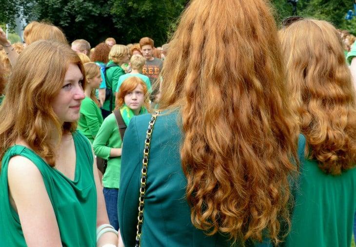 Personas con diferentes tonalidades en su cabellor pelirrojo