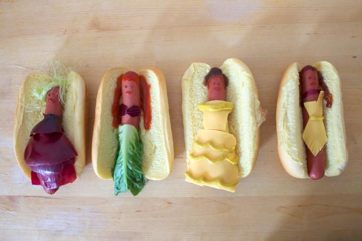 Cuatro hot dogs con la forma de las princesas ariel, pocahontas, rapunzel y bella