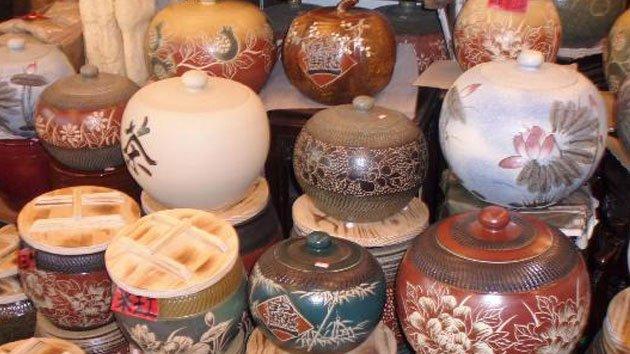 recipientes de porcelana unos encima de otros
