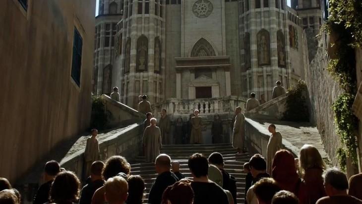 personajes de game of thrones en una de las escenas de la serie