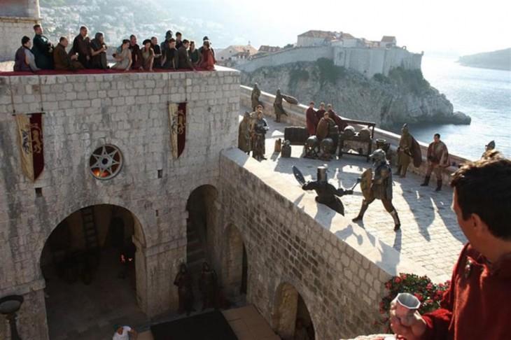Escena de algunas personas peleando en Game Of Thrones Dubrovnik, Croacia