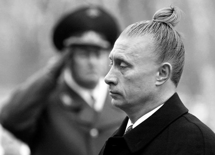 Vladimir putin con un chongo saludando guardia