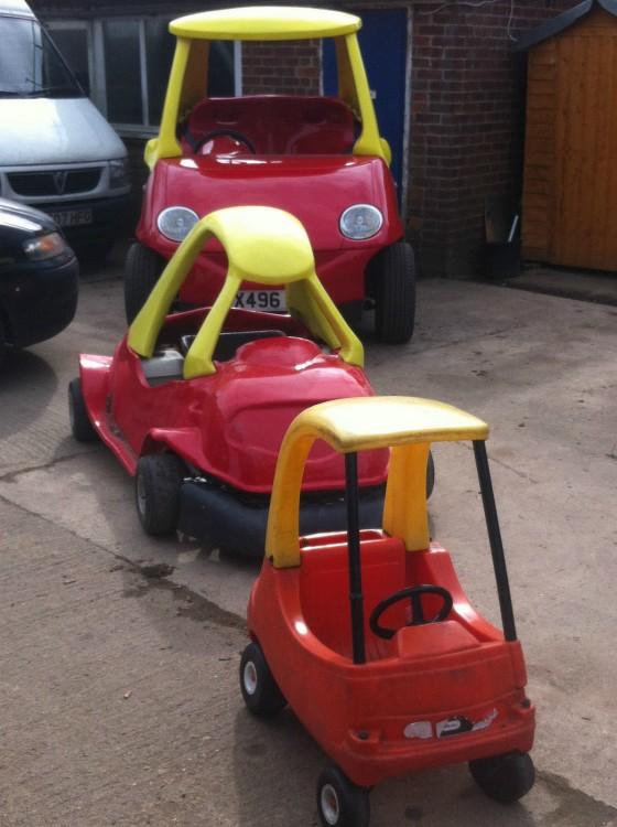 coche Little Tikes dde juguete y al final el del tamaño real