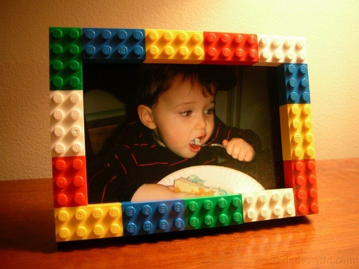 portaretratos decora con el contorno hecho de figuras LEGO