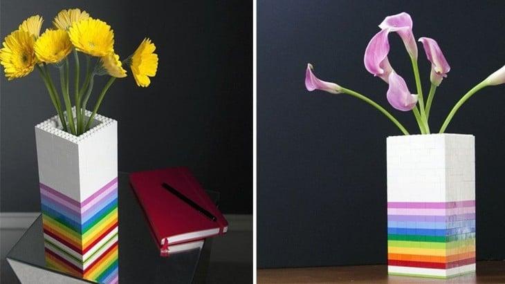 florero hecho con piezas de LEGO