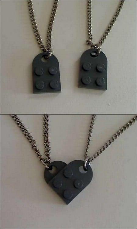 collar hecha con piezas de LEGO