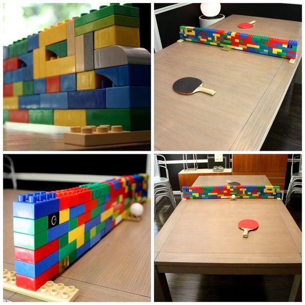 red para una mesa de Ping Pong hecha con piezas de colores LEGO