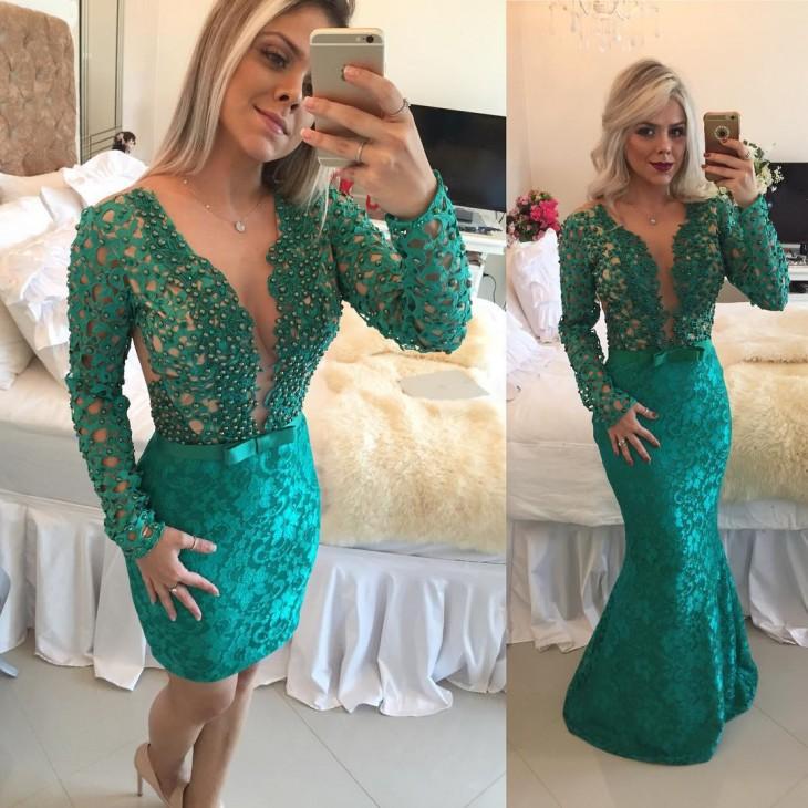 mujer luciendo su vestido en Instagram