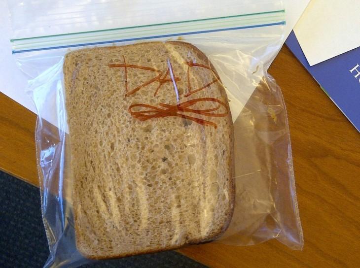 hija le prepara sandwich a su padre todos los ías sin que él se lo pidiera