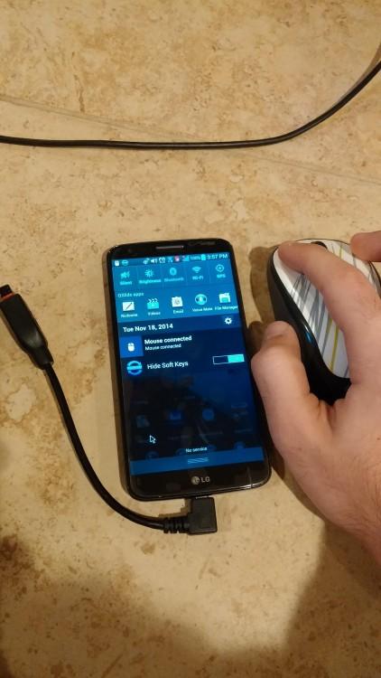 puedes conectar un mouse a tu celular