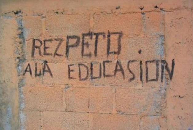 pared escrita con mala ortografía