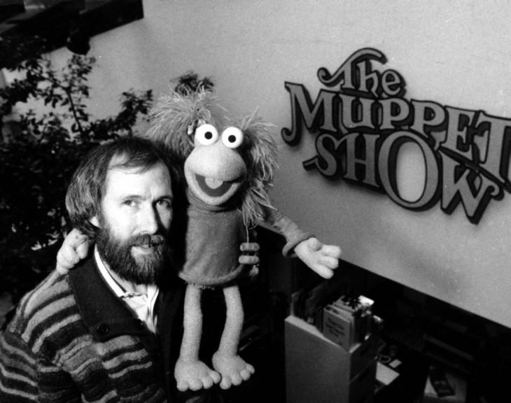 retrato de Jim Henson con la rana reneé