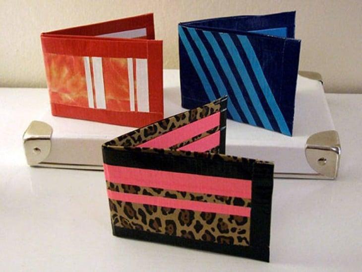 cartera hecha con cinta duc tape