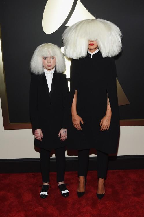 Maddie Ziegler y Sia GRAMMYS 2015