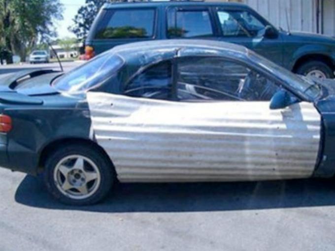 carro con puertas de lámina