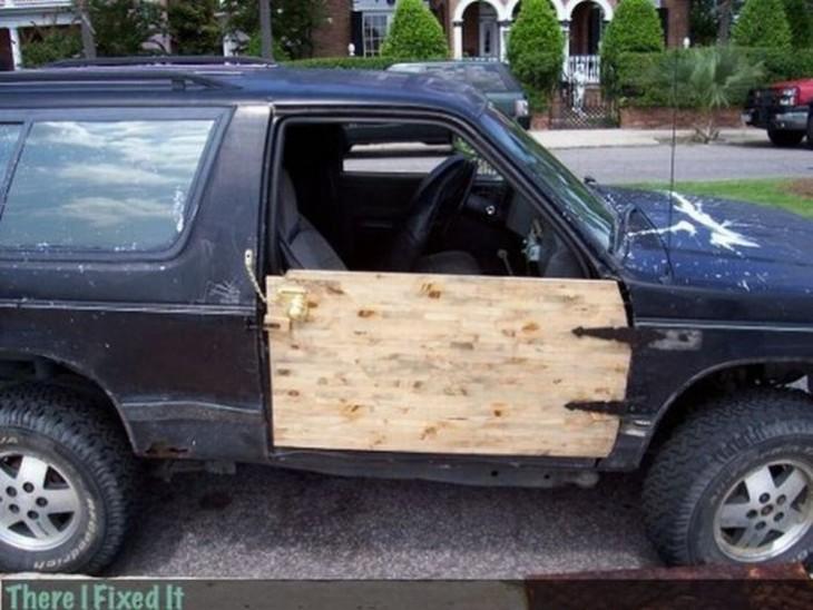 camioneta con puerta de madera