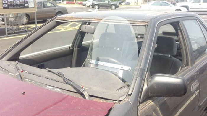 carro sin vidrios