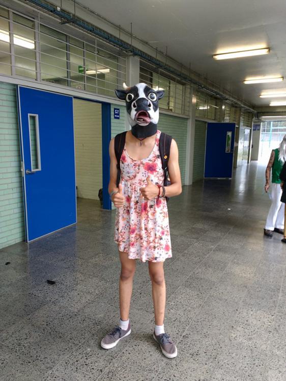 disfraz de vaca en un hombre